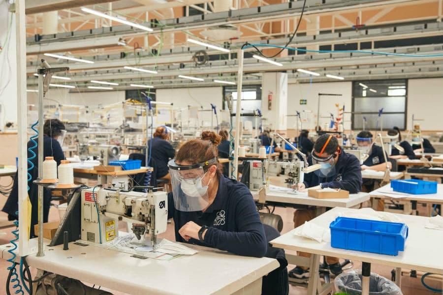 LOEWE factories making masks